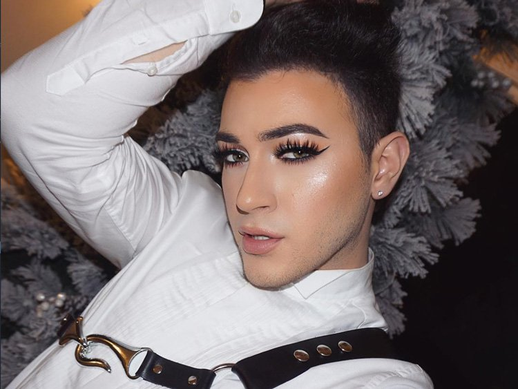 Beauty: First Male Spokesmodel for Maybelline Revealed