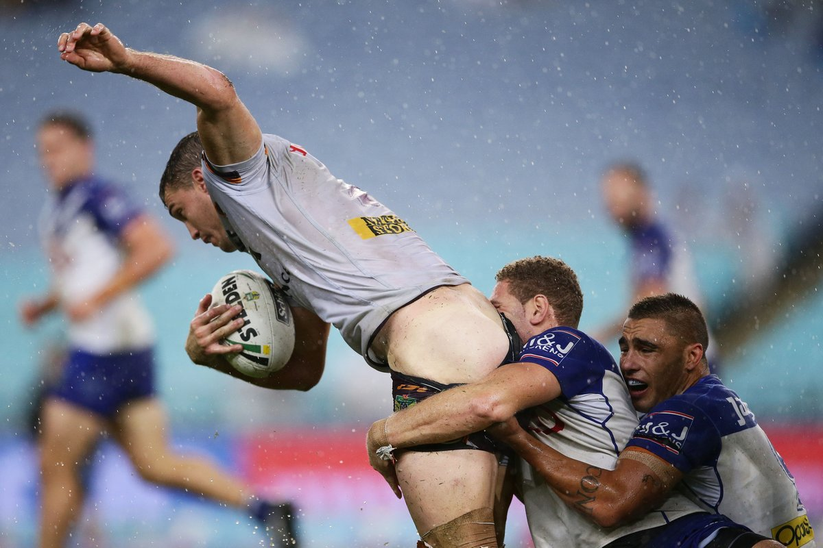 Sports : Rugby Player Face Planted on Opponent's Bare Butt